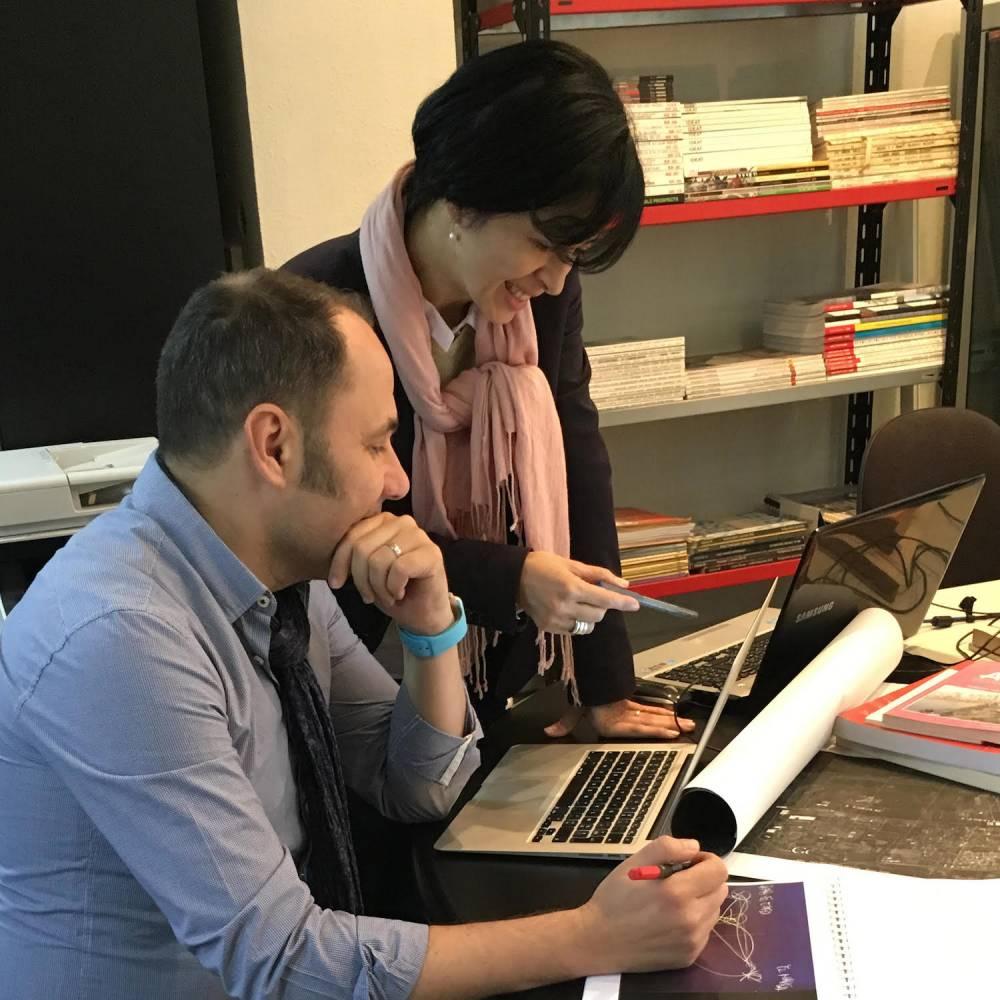 Le couple d'architectes Sihem et Nacym Baghli en plein travaux pour la conceptualisation de leur projet ambitieux dénommé Djisr El Djazair.  ©  Nacym Baghli