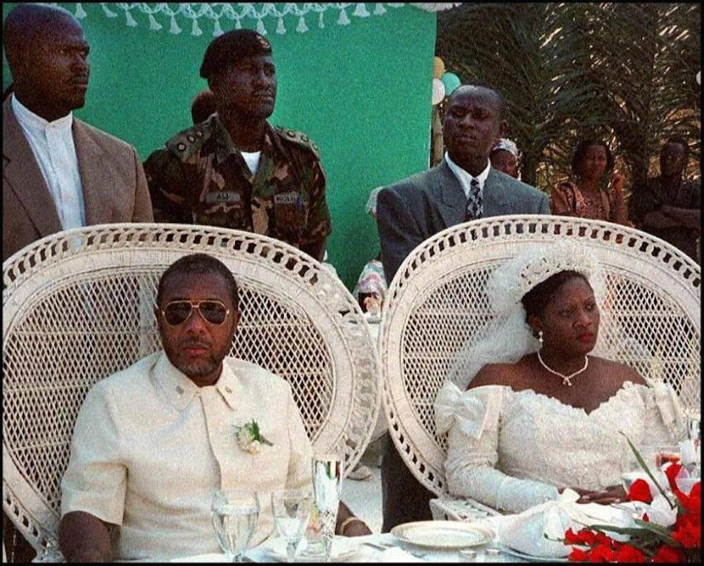 Le 26 juillet 1996, Charles Taylor et Jewel Howard se marient. Philip, leur fils, a 13 ans à ce moment-là. ©  François Harispe/AFP