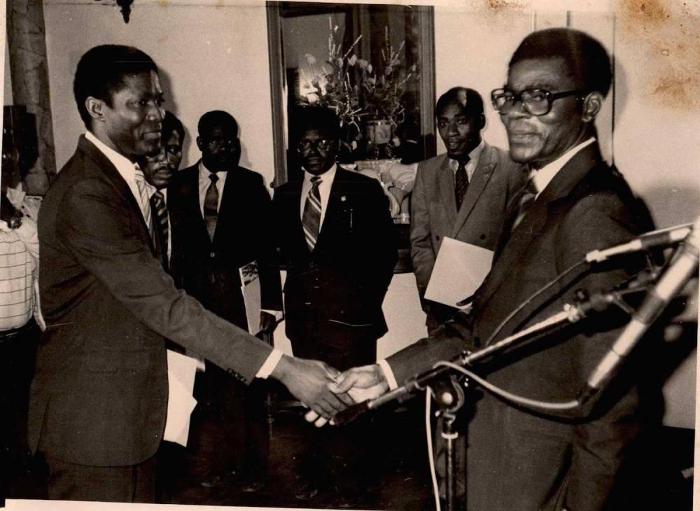 Jérôme Ollandant prit en photo avec le président equato-guinéen Téodoro Obiang Nguema. ©  DR
