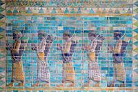 La frise des archers, du palais de Darius Ier, roi de Perse, à Suse (VIe siècle avant Jésus-Chist). Bas-relief en briques émaillées (510 avant Jésus-Chist) Paris, musée du Louvre.