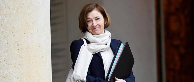 Florence Parly s'est félicitée sur Twitter : « Dégel des 700 millions d'euros : je m'y étais  engagée, je l'ai obtenu. Le budget des armées confirme sa remontée en  puissance. On avance. »