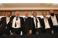 La joie de la délégation tricolore à Londres après l'annonce du résultat avec notamment Claude Atcher, Bernard Laporte, Frédéric Michalak et Sébastien Chabal.  ©ADRIAN DENNIS