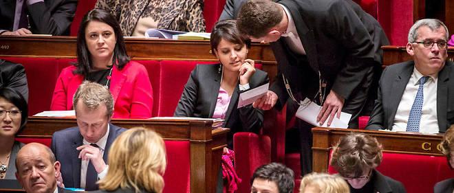 « Tu sers ton pays comme parlementaire et comme ministre, en essayant de  faire de ton mieux. Tu consacres une partie de ta vie à ton pays. Il  n'y a rien en retour, ni statut de l'élu ni création de passerelles   pour permettre de retrouver un emploi », persifle un ancien ministre de Hollande.