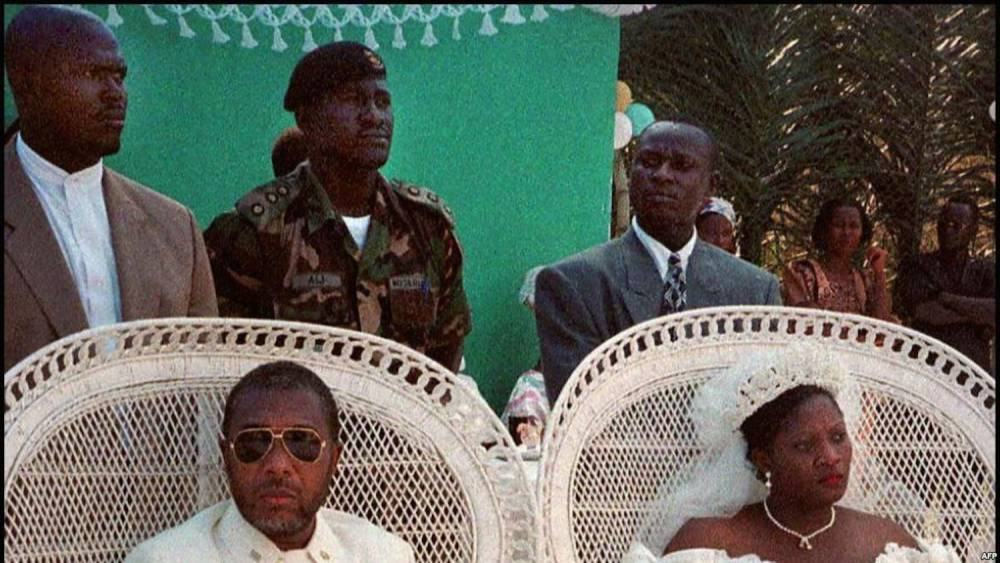 Charles Taylor et Jewel Howard, lors de leur mariage, le 28 janvier 1996 à Gbarnga, au Liberia. ©  afp.com - FRANCOIS HARISPE