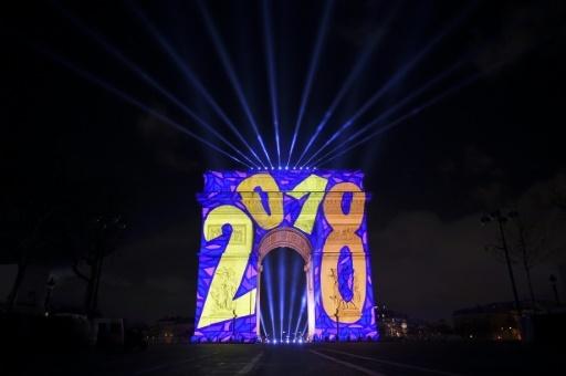 2018 célébré sur l'Arc de triomphe, aux Champs-Elyséees, le 31 décembre 2017 à Paris © GUILLAUME SOUVANT AFP
