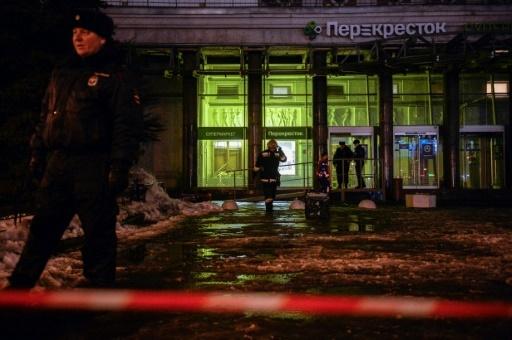Des pompiers et des enquêteurs sur le site d'une explosion dans un supermarché, le 27 décembre 2017 à Saint-Pétersbourg en Russie © Olga MALTSEVA AFP/Archives