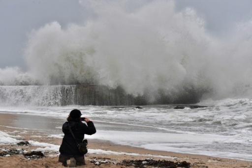 De fortes vagues à Batz-sur-Mer Loire-Atlantique), le 31 décembre 2017 © LOIC VENANCE AFP