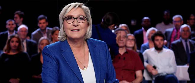 Marine Le Pen arrive en troisième position des femmes politiques les plus visibles dans la presse.
