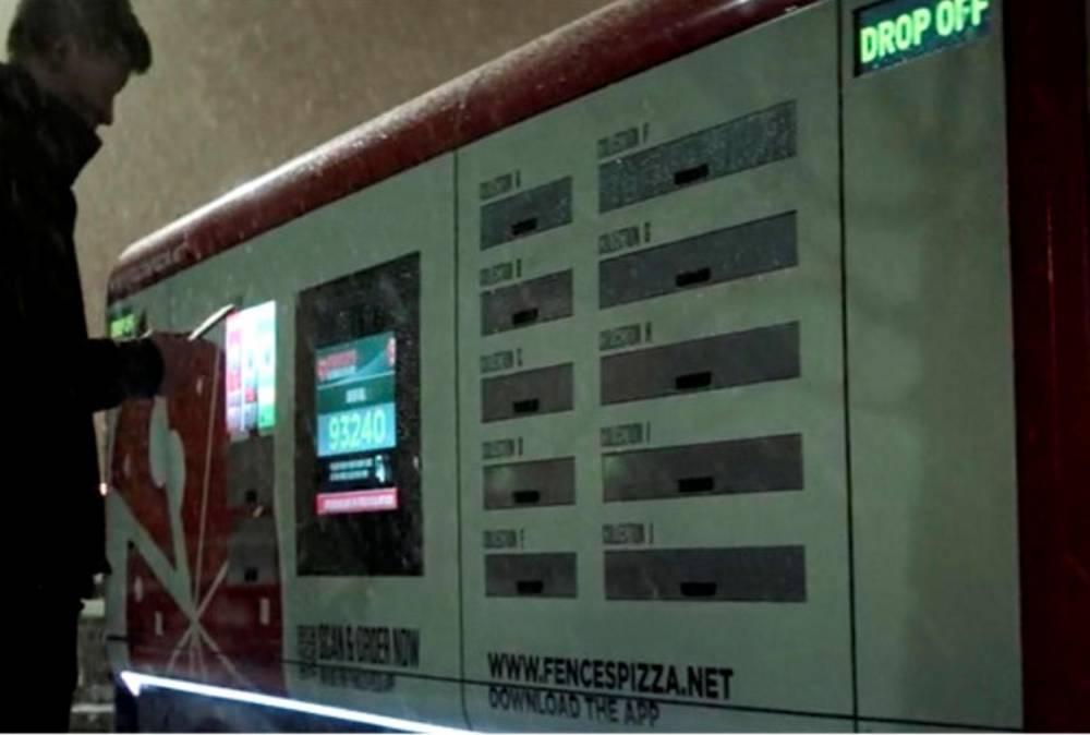 """""""Fencespizza"""", le livreur autonome imaginé dans l'épisode """"Crocodile"""" ©  Netflix"""
