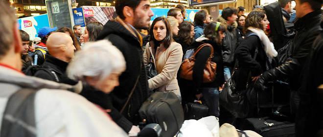 """La grande pagaille du 23 décembre n'avait rien """"d'exceptionnel"""", selon la SNCF. Une communication de crise qui laisse à désirer !"""
