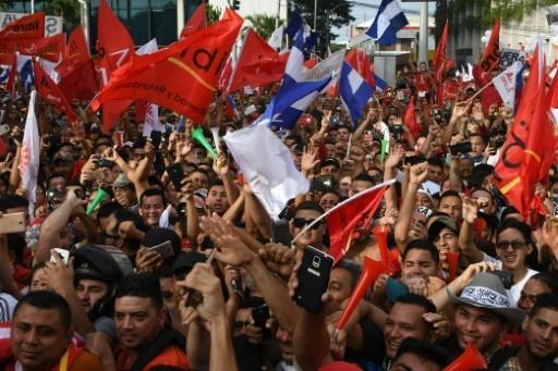 Manifestation en faveur du candidat présidentiel de l'opposition Salvador  Nasralla, le 6 janvier 2018 à San Pedro Sula, (180 km nord de Tegucigalpa) © ORLANDO SIERRA AFP