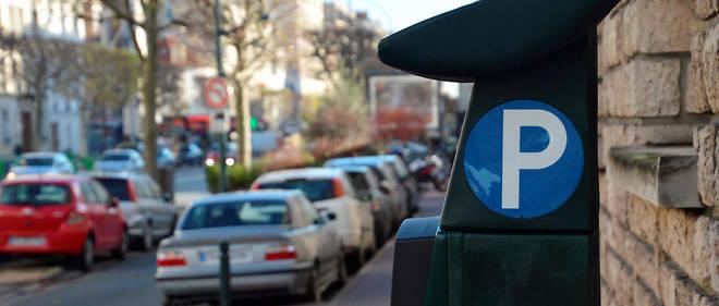 Depuis le 1er janvier,deux sociétés privées se partagent le contrôle des 145 000 places de stationnement à Paris.