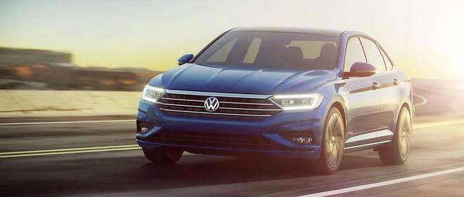 La marque Volkswagen présente à Detroit sa nouvelle berline compacte Jetta.