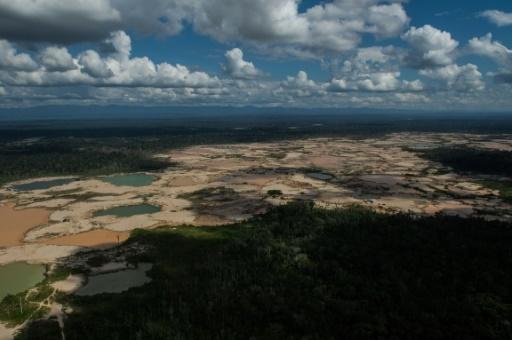 Vue aérienne d'un camp de mineurs illégaux à Madre de Dios, au Pérou le 5 juillet 2017 © Ernesto BENAVIDES AFP/Archives