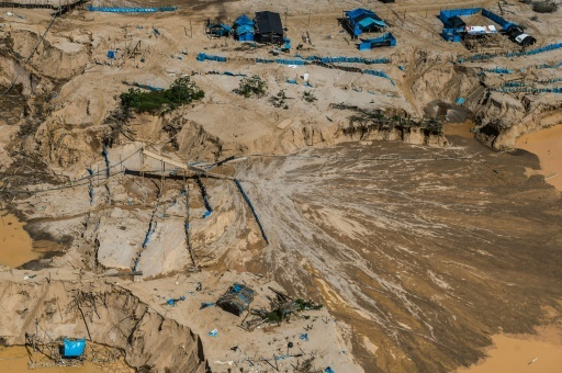 Vue aérienne d'un camp de mineurs illégaux à Madre de Dios au Pérou le 5 juillet 2017 © ERNESTO BENAVIDES AFP/Archives
