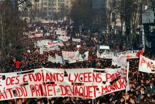 Manifestation contre le projet de réforme de l'université d'Alain Devaquet, le 4 décembre 1986 à Paris © PATRICK KOVARIK AFP/Archives