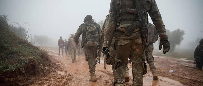 Des soldats de l'Armée syrienne libre appuyés par des forces turques dans la région d'Afrine au nord de la Syrie.