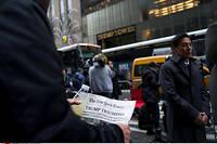 La une du « New York Times »,  le lendemain de la victoire de Donald Trump. Les grands médias américains n'ont pas vu venir la victoire du magnat de l'immobilier. Ils ont réagi en développant enquêtes et fact-checking.  ©Craig Ruttle/AP/SIPA