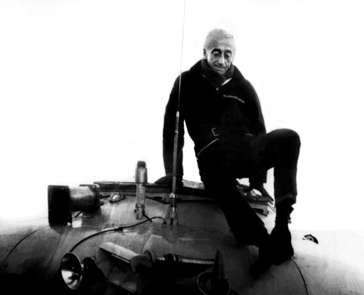 Le Commandant Jacques-Yves Cousteau sort de sa soucoupe plongeante, le 31 janvier 1968 au large du Cap Cépet, près de Toulon, alors qu'il participe aux opérations de recherche du sous-marin français le Minerve.  © - AFP/Archives