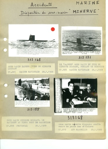 """La gabarre """"Commandant Robert-Giraud"""" procède à la mise à l'eau de la soucoupe plongeante du Commandant Jacques-Yves Cousteau, le 31 janvier 1968 au large du Cap Cépet, près de Toulon, en vue de rechercher le sous-marin français le Minerve.  © - AFP/Archives"""