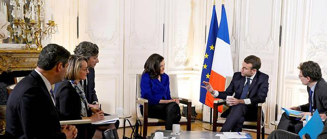 Attractivité. Emmanuel Macron a convié à Versailles 140 dirigeants de grands groupes, dont Sheryl Sandberg (à sa droite), à l'occasion du sommet Choose France, le 22 janvier.