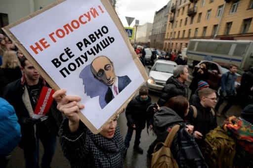 Des partisans de l'opposant russe Alexeï Navalny manifestent à Saint-Pétersbourg, le 28 janvier 2018 © OLGA MALTSEVA AFP