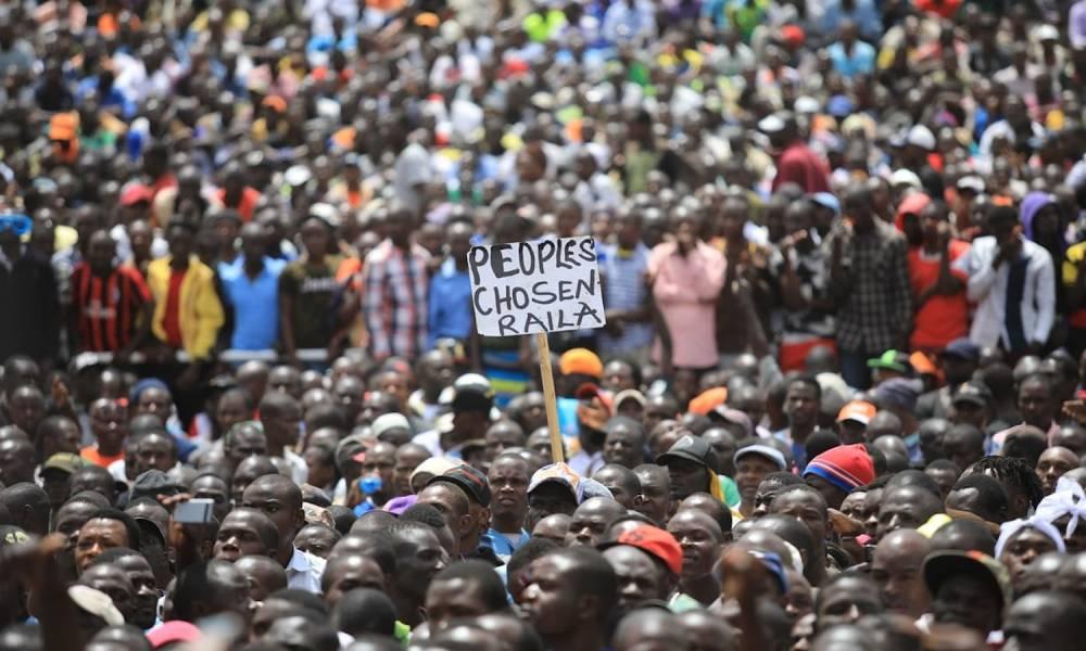 Des milliers de partisans du leader de l'opposition kenyane Raila Odinga assistent à sa cérémonie de prestation de serment à Nairobi. ©  Anadolu Agency/Getty Images