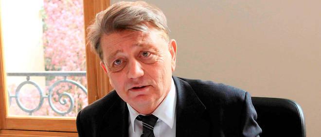 L'assistante d'Alain Madelin lui aurait dérobé 611 000 euros.