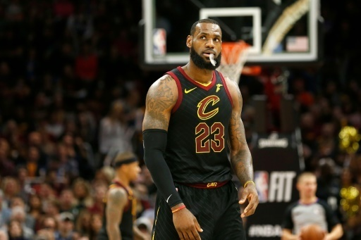 super populaire a8a44 8a4f5 NBA: LeBron James dément les rumeurs de transfert à Golden ...
