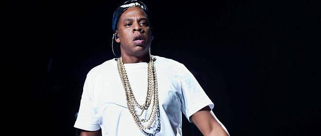 Jay-Z passe sans transition du micro au couteau.