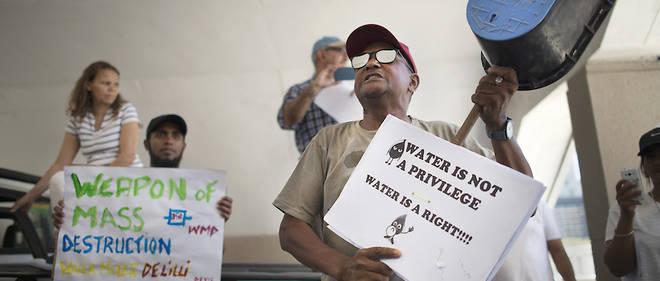 Des habitants du Cap manifestent pour leur droit à l'eau le 28 janvier 2018.