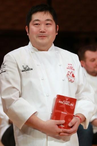 Takashi Kinoshita lors de la remise de son étoile au Guide Michelin à l'hôtel du Castellet à Boulogne-Billancourt, le 5 février 2018 © JACQUES DEMARTHON AFP