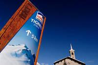 «À Tignes, l'accès au glacier de la Grande Motte est de plus en plus délicat, ce qui ne permet plus que 294 jours d'exploitation par an», notent les magistrats de la Cour des comptes.  ©PHILIPPE ROYER