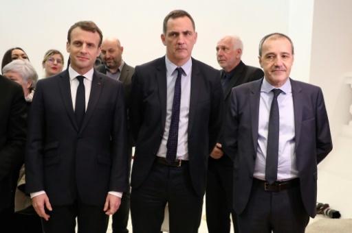 Emmanuel Macron (G), Gilles Simeoni et Jean Guy Talamoni, le 6 février 2018 à Ajaccio en Corse © Ludovic MARIN POOL/AFP