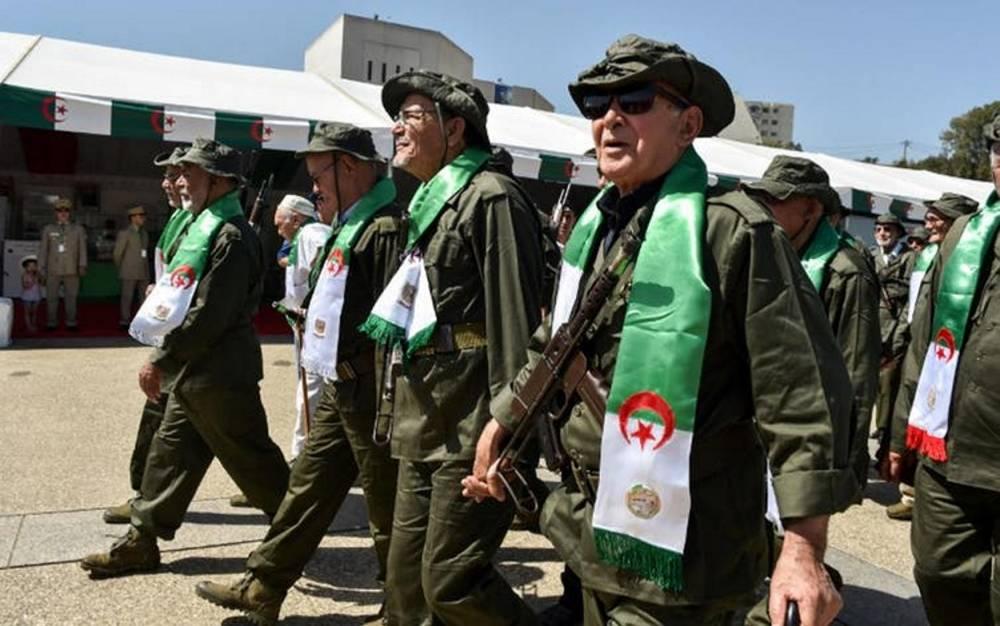 Défilé des vétérans de la guerre d'Indépendance, le 5 juillet 2017, à Alger. ©  Ryad Kramdi/AFP