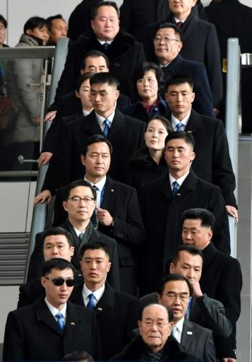 Kim Yo Jong, au centre, la soeur du leader nord-coréen Kim Jong Un, descend de l'avion qui amène la délégation du Nord aux JO d'hiver de Pyeongchang, le 9 février 2018.  © - Dong-A Ilbo/AFP