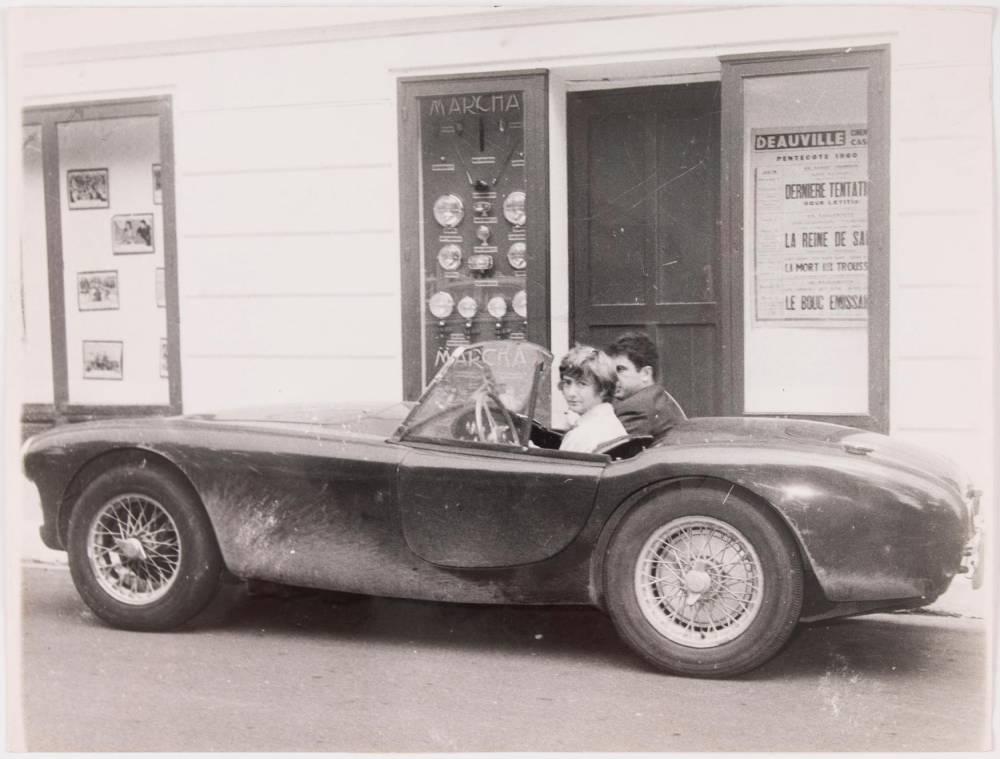 Sagan et son ami Bernard Franck à Deauville en mai 1960 ©   J.L. Joyeux