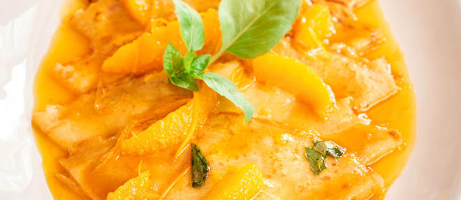 Le chef 2 étoiles du Grand Restaurant vous donne aujourd'hui ses touches gourmandes pour sublimer les reines de la Chandeleur avant de les flamber au Grand Marnier : l'orange et le basilic.