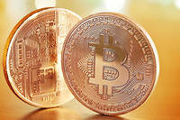 La bitcoinmania a battu son plein en 2017. La monnaie virtuelle a vu son cours multiplié par vingt depuis janvier... avant de retomber.