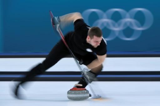 Le Russe Alexander Krushelnitsky lors de l'épreuve du double mixte de curling aux Jeux de Pyeongchang, le 12 février 2018 © WANG Zhao AFP/Archives