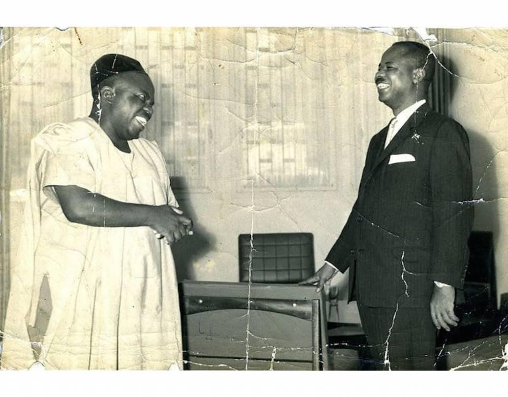 Kame Samuel et Ahmadou Ahidjo : à gauche l'homme considéré comme le théoricien derrière les choix politiques de l'Union nationale camerounaise, à droite, le premier président camerounais. ©   Ahist-afr/Wikimedia, CC BY-NC