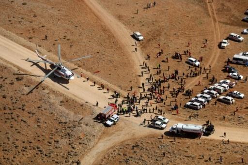 Des équipes de secours se rassemblent dans les Monts Zagros, près de la zone de l'accident d'un avion de ligne iranien de la compagnie Aseman qui s'est écrasé dimanche avec 66 personnes à son bord, le 20 février 2018 © Mohammed KHADEMOSHEIKH Mizan News Agency/AFP