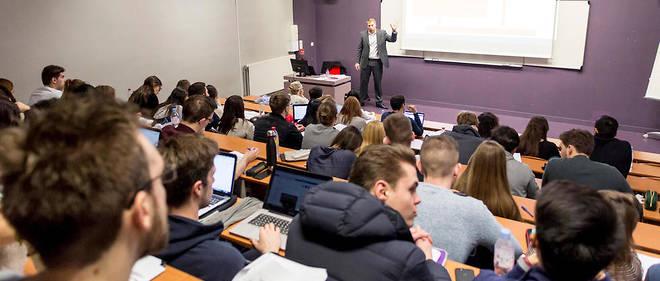 Cours de comptabilité au campus de la Neoma Business School.