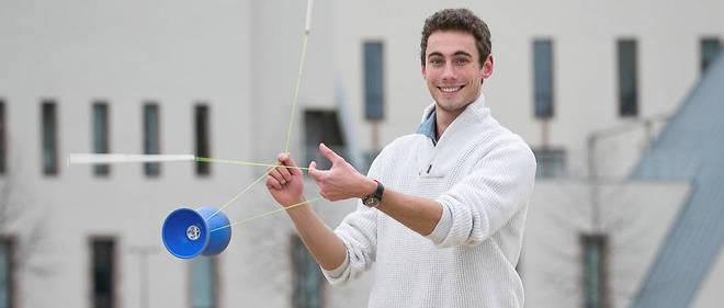 Jérôme Coquelle, champion du monde de diabolo et futur diplômé de l'EM Strasbourg.