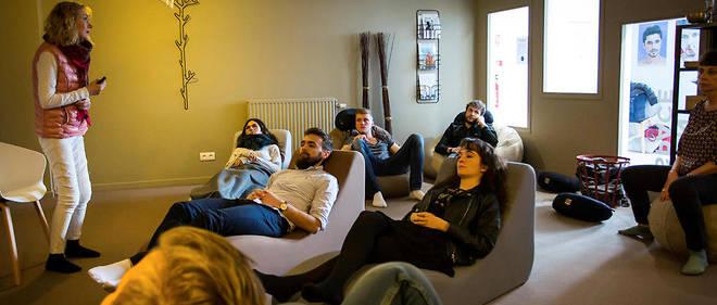 Cours de méditation pour les élèves de la Burgundy School of Business. Objectif: apprendre à développer l'écoute de soi… et des autres.