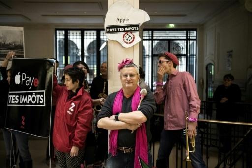 L'occupation le 2 décembre d'un magasin Apple proche de l'Opéra de Paris par une centaine de militants d'Attac © CHRISTOPHE ARCHAMBAULT  AFP/Archives