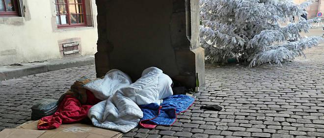 """Cet épisode de froid a poussé les autorités à déclencher dans 37  départements le plan """"grand froid"""", avec plus de 3 100 places  temporaires d'hébergement supplémentaires pour les sans-abri."""