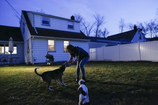 Lindsay Brown devant sa maison de Clark, le 20 février 2018 dans le New Jersey  © KENA BETANCUR AFP