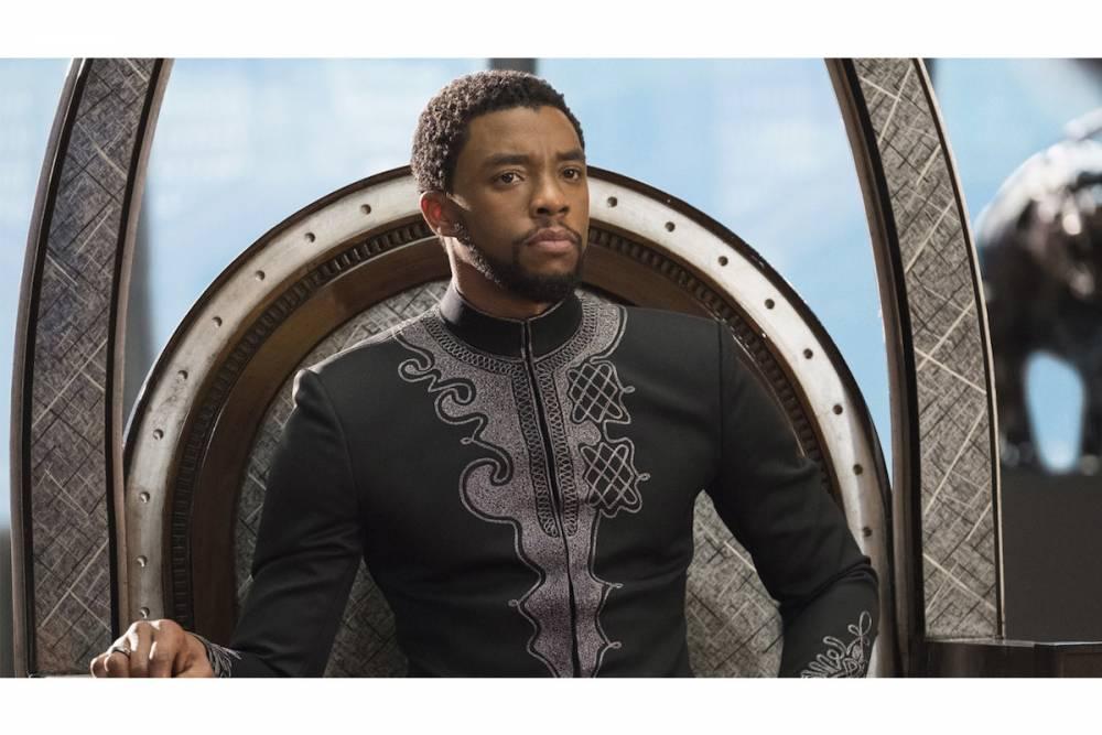 Un costume du prince T'Challa, dans le style nigérian dit babariga, présentant sur le plastron à droite un motif yoruba classique, très en vogue chez la jeunesse dorée de Lagos. ©   Marvel, Author provided