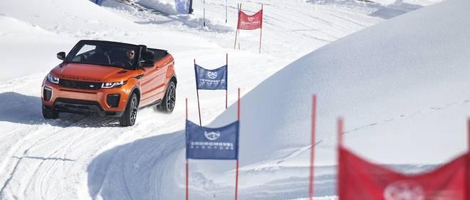 Plus à l'aise sur les pistes de ski qu'au volant, les Français devraient s'inspirer des vrais SUV 4x4 comme ce Range Rover Evoque, hélas bêtement pénalisé par le malus.